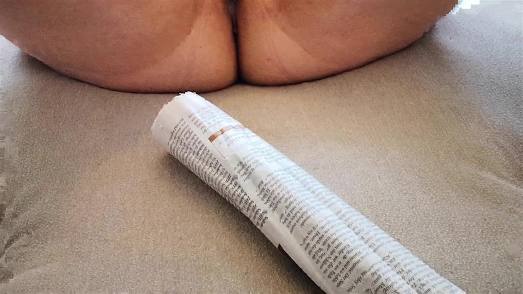 Die Muschi mit der Zeitung geschlagen